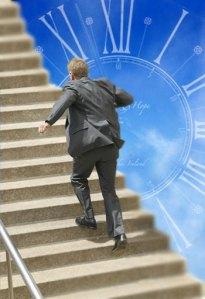 correria do dia a dia homem escada